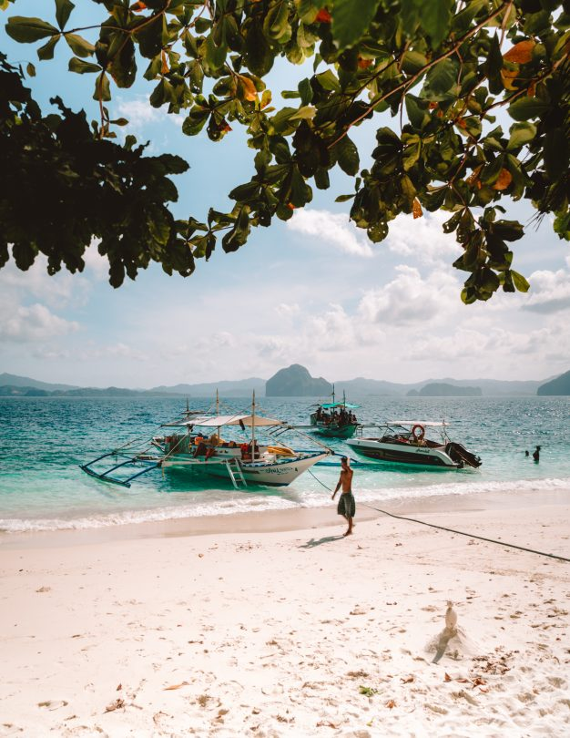 island hopping tour el nido beach