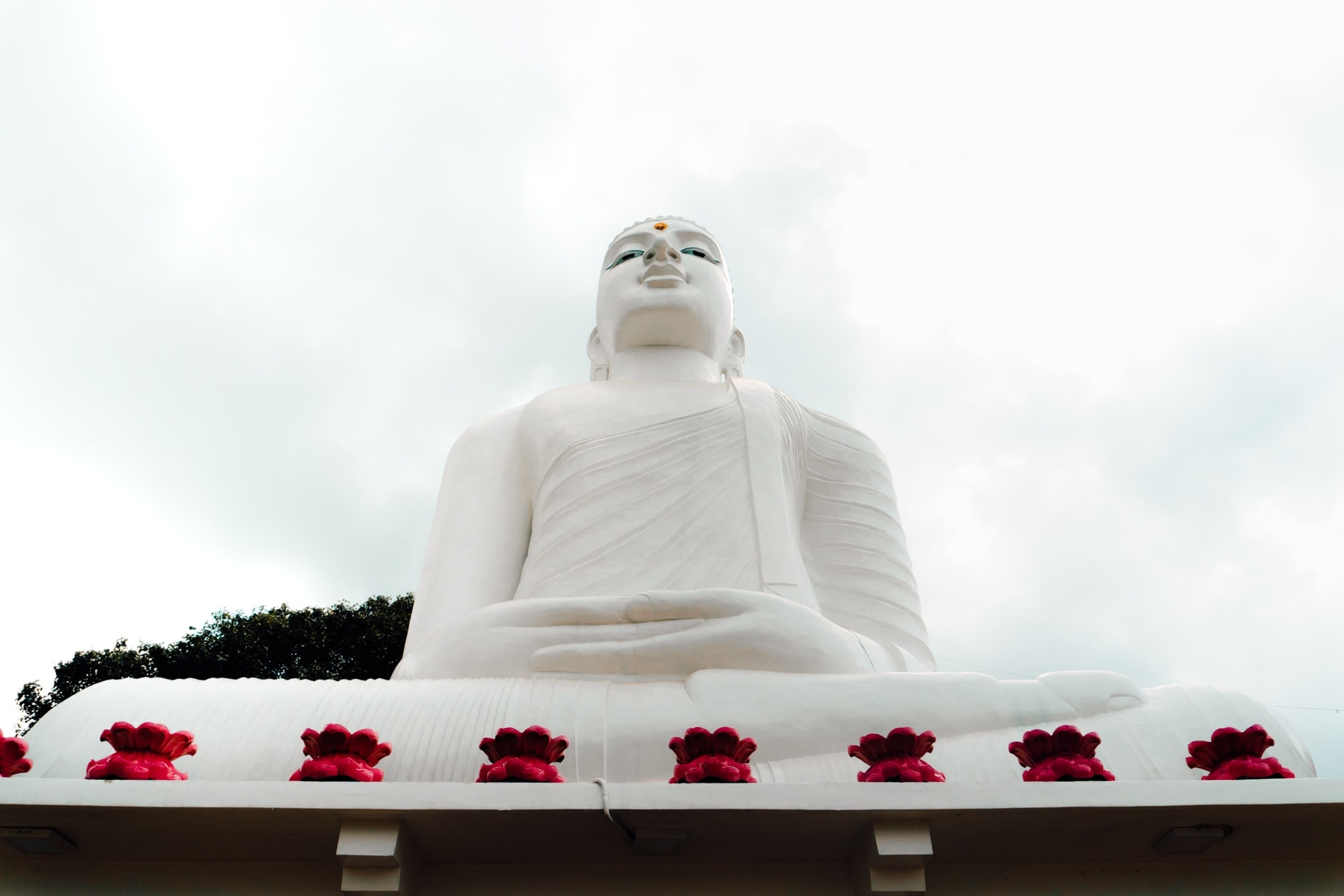 kandy white Buddha Statue