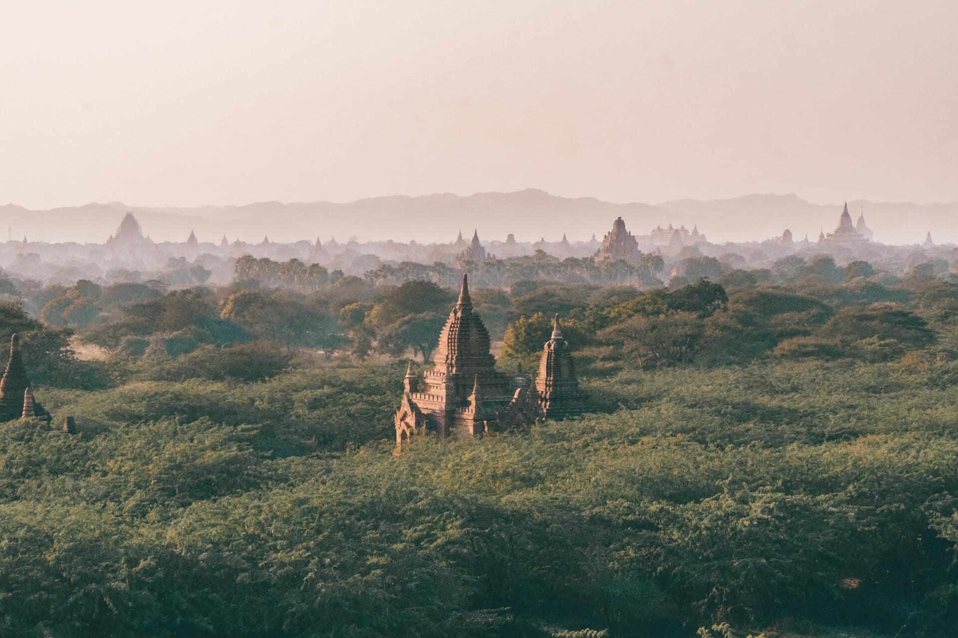 bagan guide visit temples