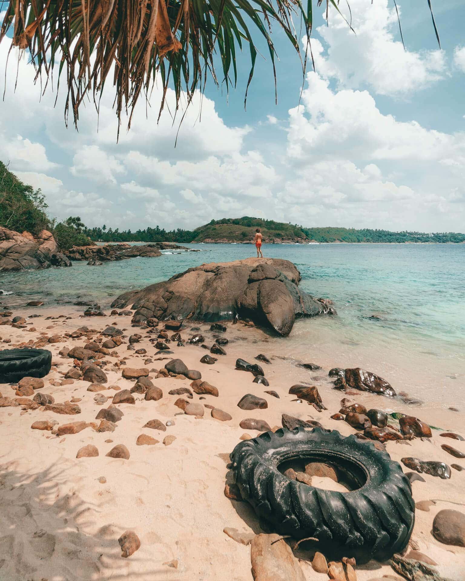 Hiriketiya Dikwella beach blowhole