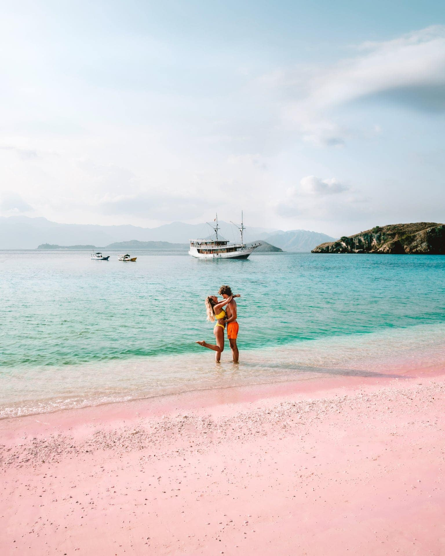 pink beach komodo islands