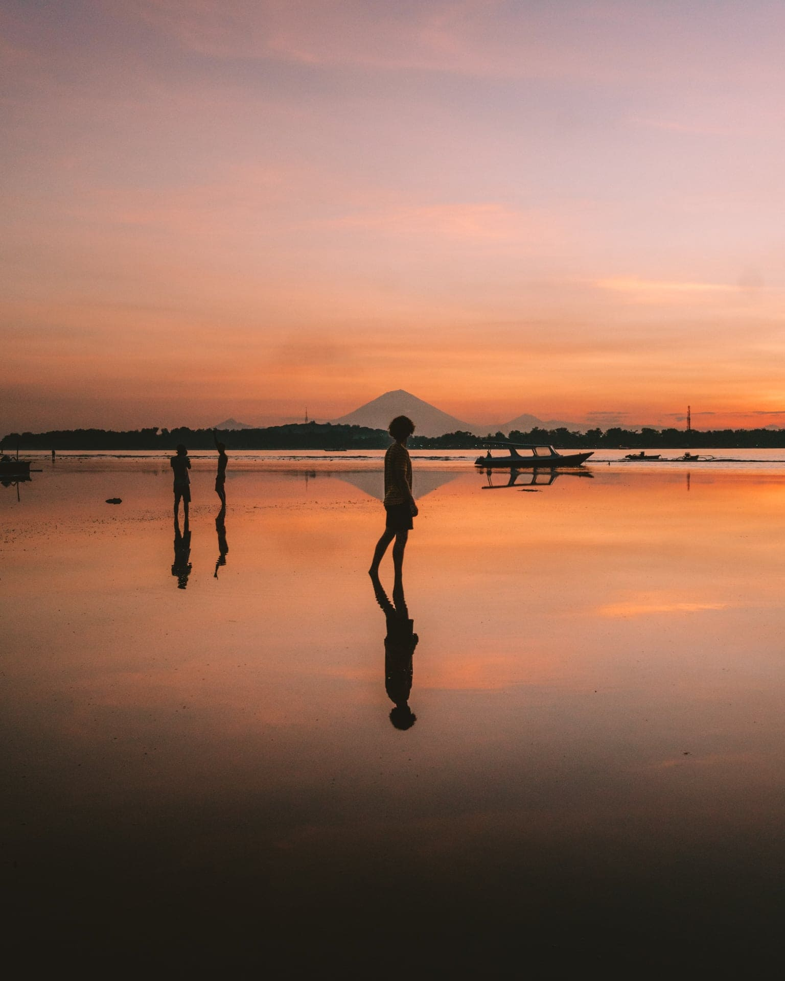 things to do gili air sunset mount agung