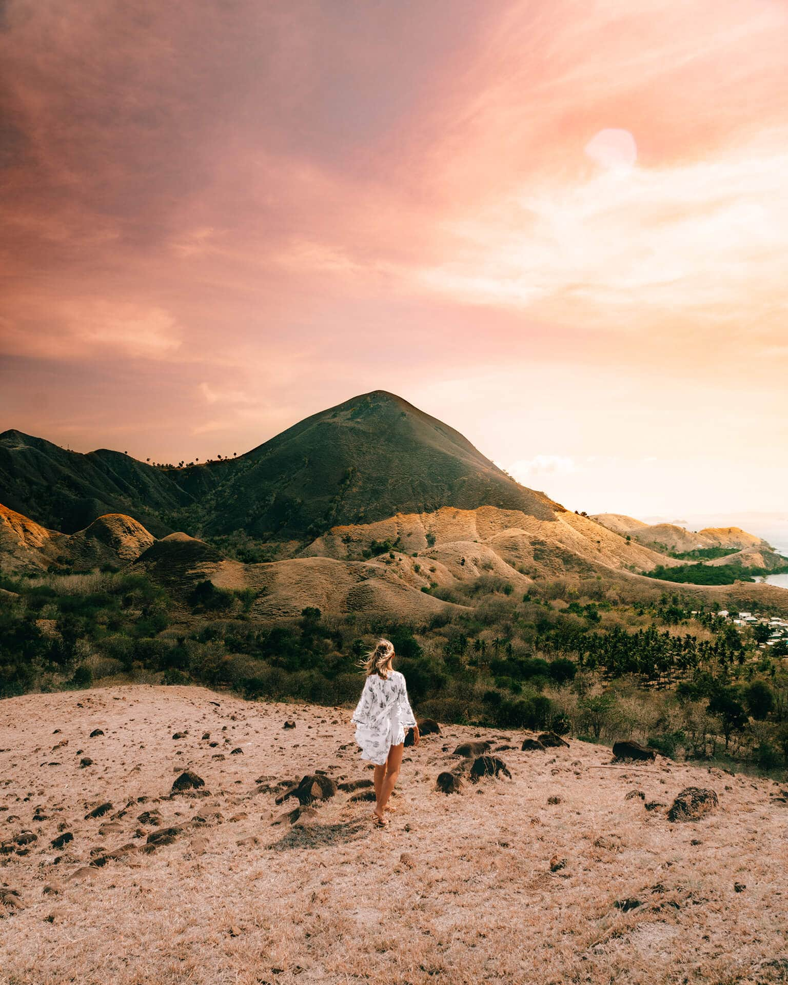 things to do komodo sunset point