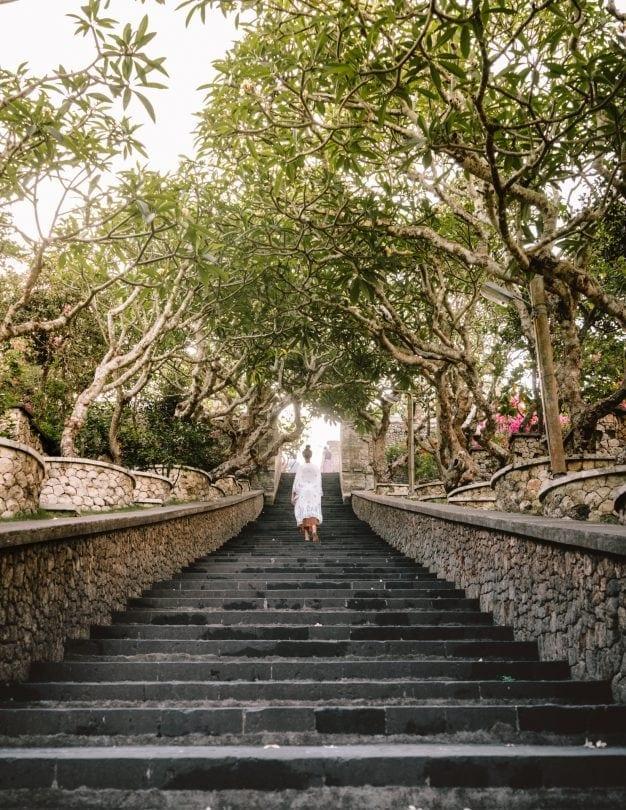 things to do uluwatu temple stairs
