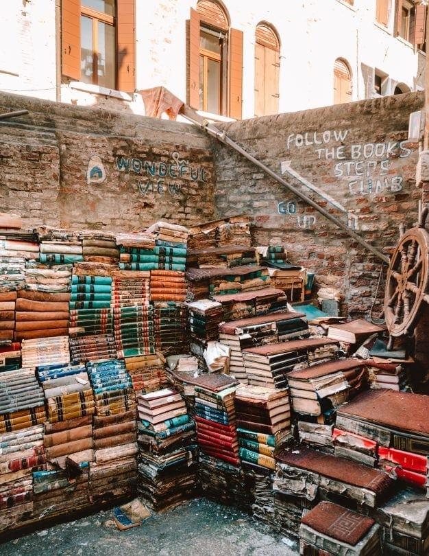 boekwinkel in Venetië Acqua alta