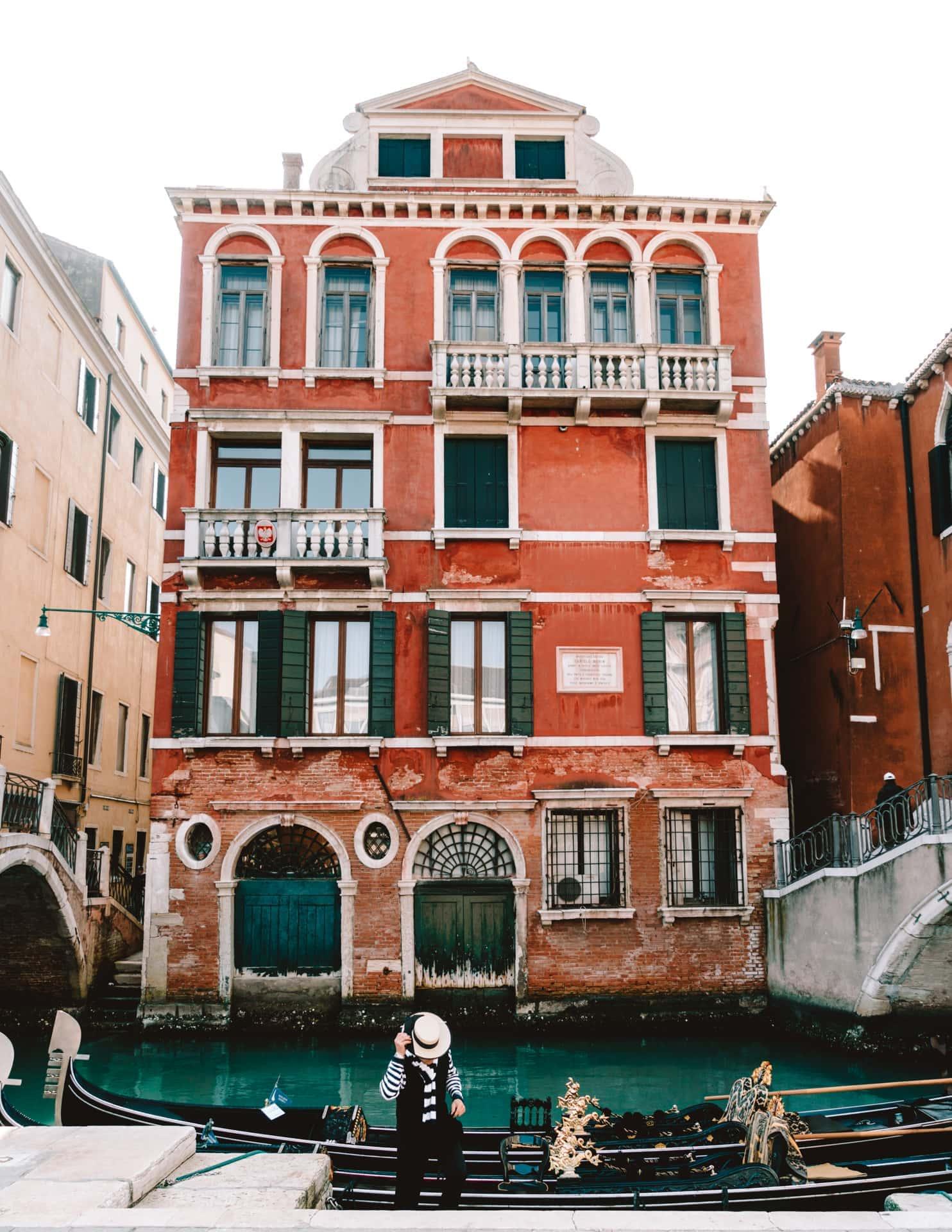 venice italy guide gondola
