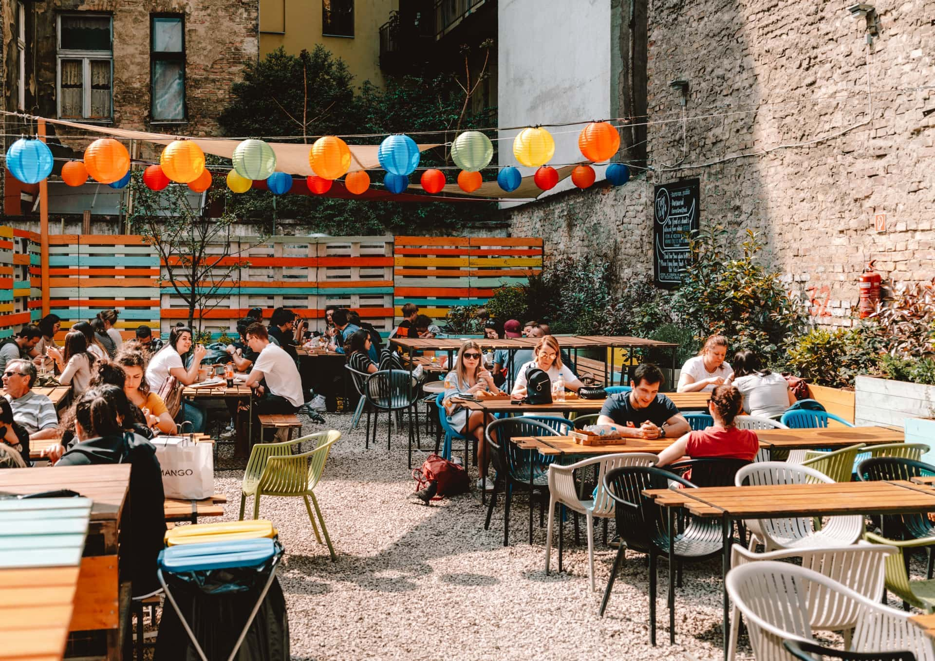 things to do budapest streetfood garden