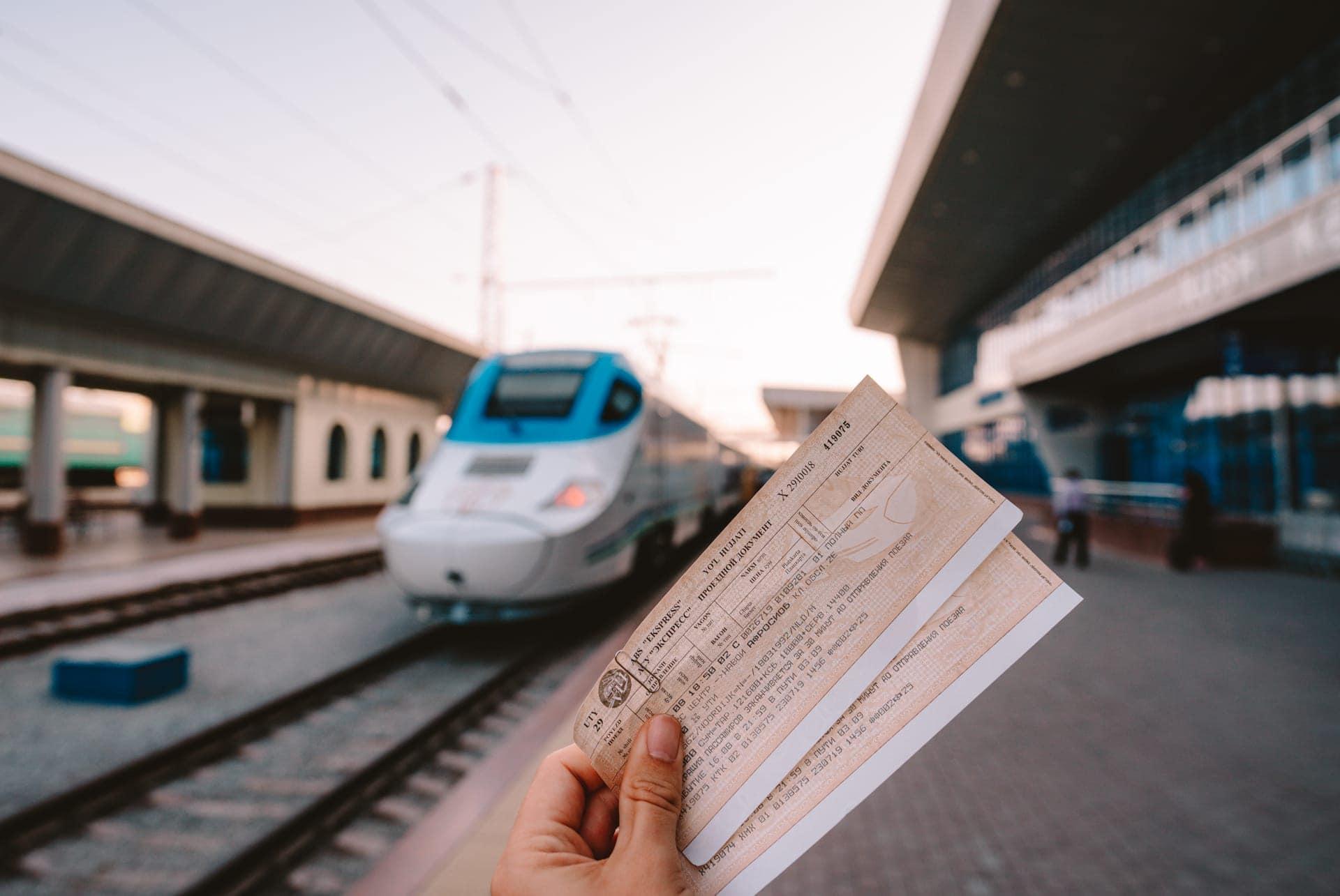 train tashkent samarkand uzbekistan