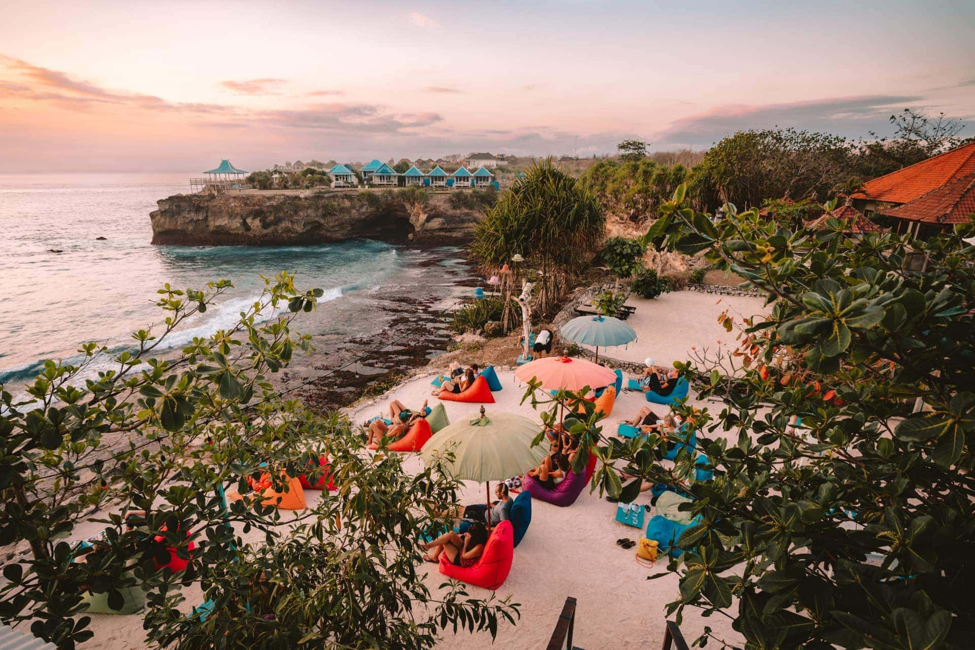 things to do nusa lembongan Cloudland Bar sunset