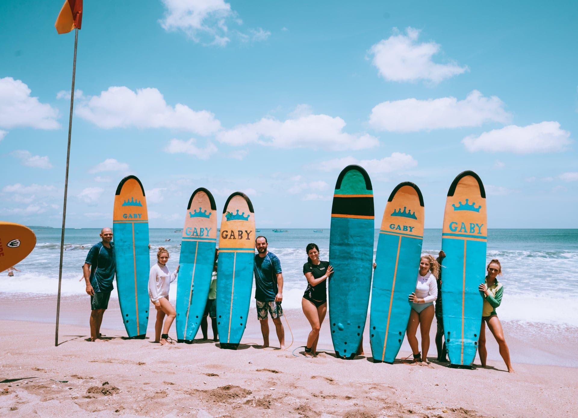 dingen om te doen seminyak bali surfen