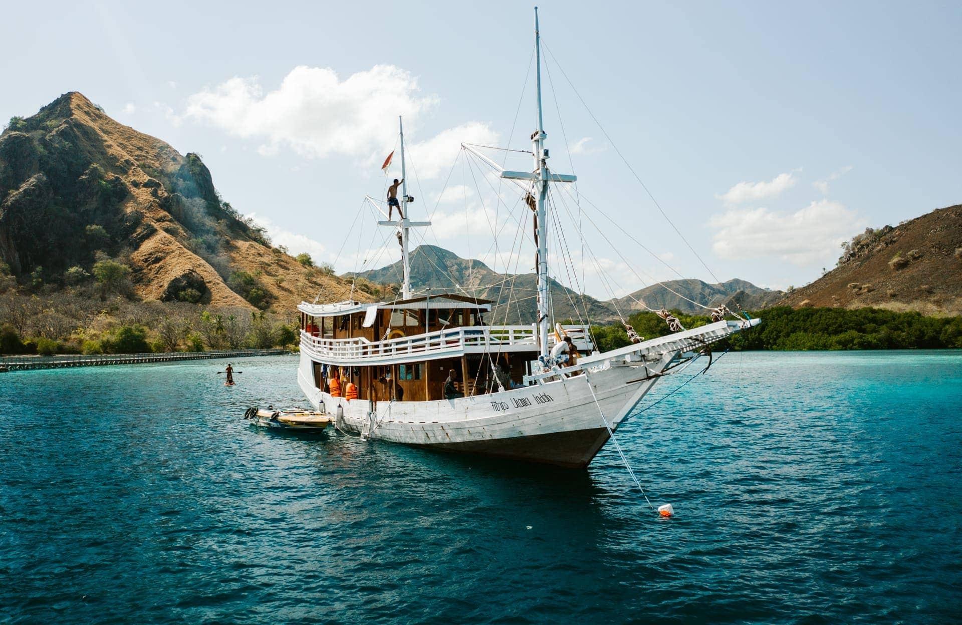 komodo islands boat tour