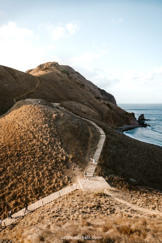 indonesia hike padar island komodo