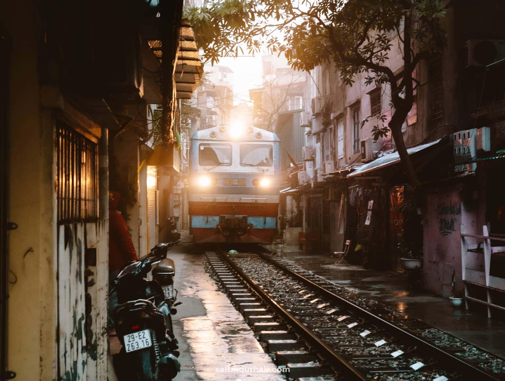 best things to do hanoi train street