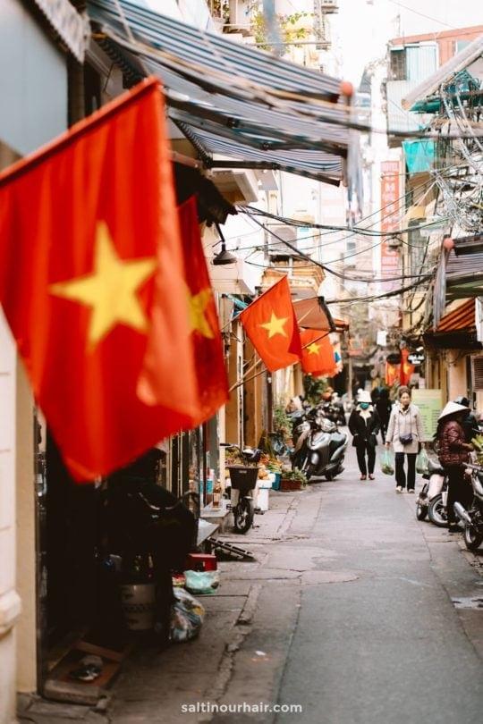guide hanoi vietnam flag