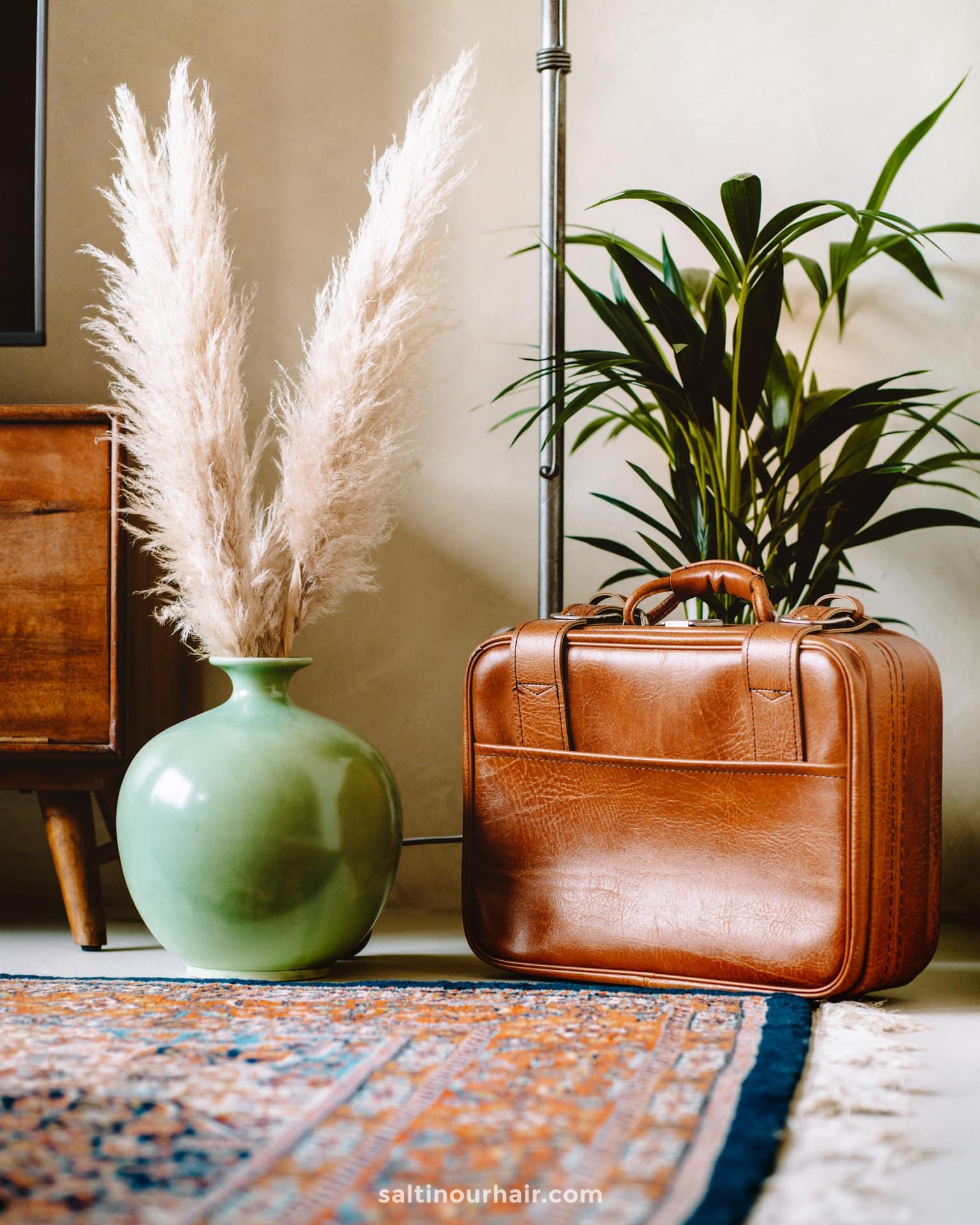 travel home decor ideas vintage suitcase