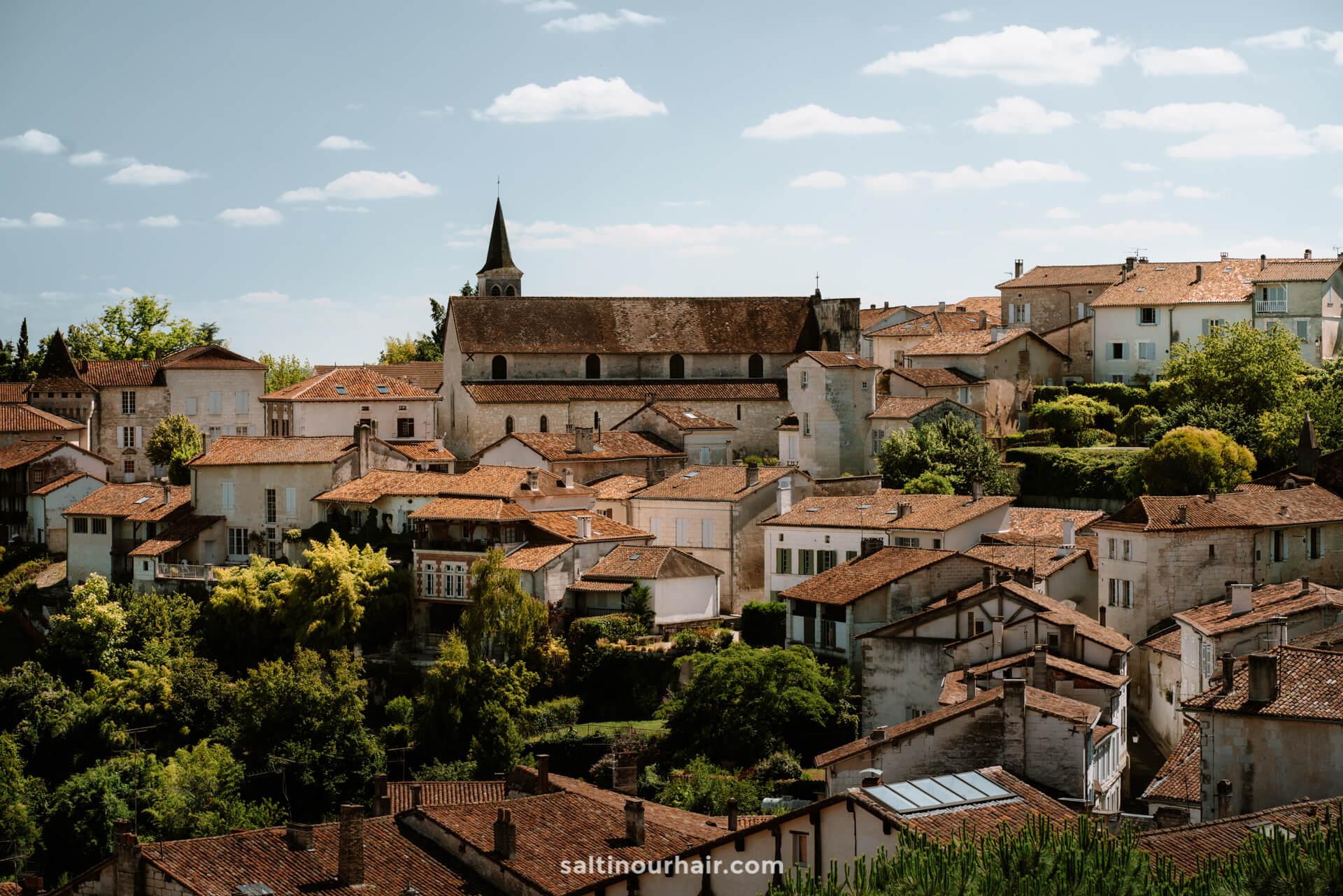 Aubeterre village france